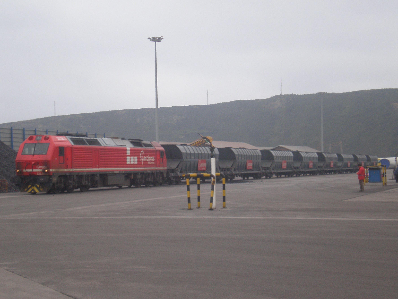 2007-04-16-San-Juan-de-Nieva-Maniobra-tren-de-Acciona_02.JPG
