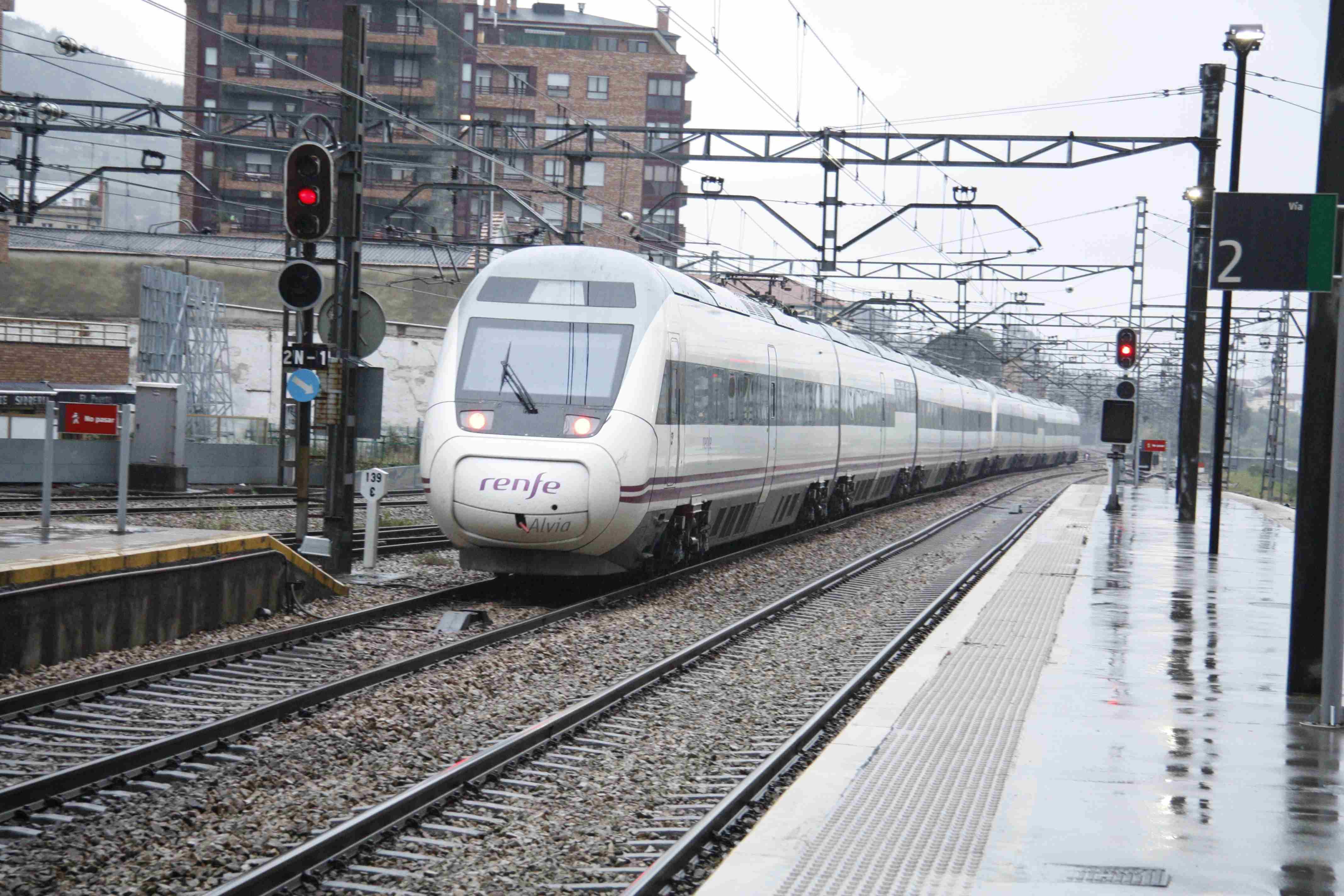 2013-04-29-Oviedo-Alvia-S-120_04.JPG