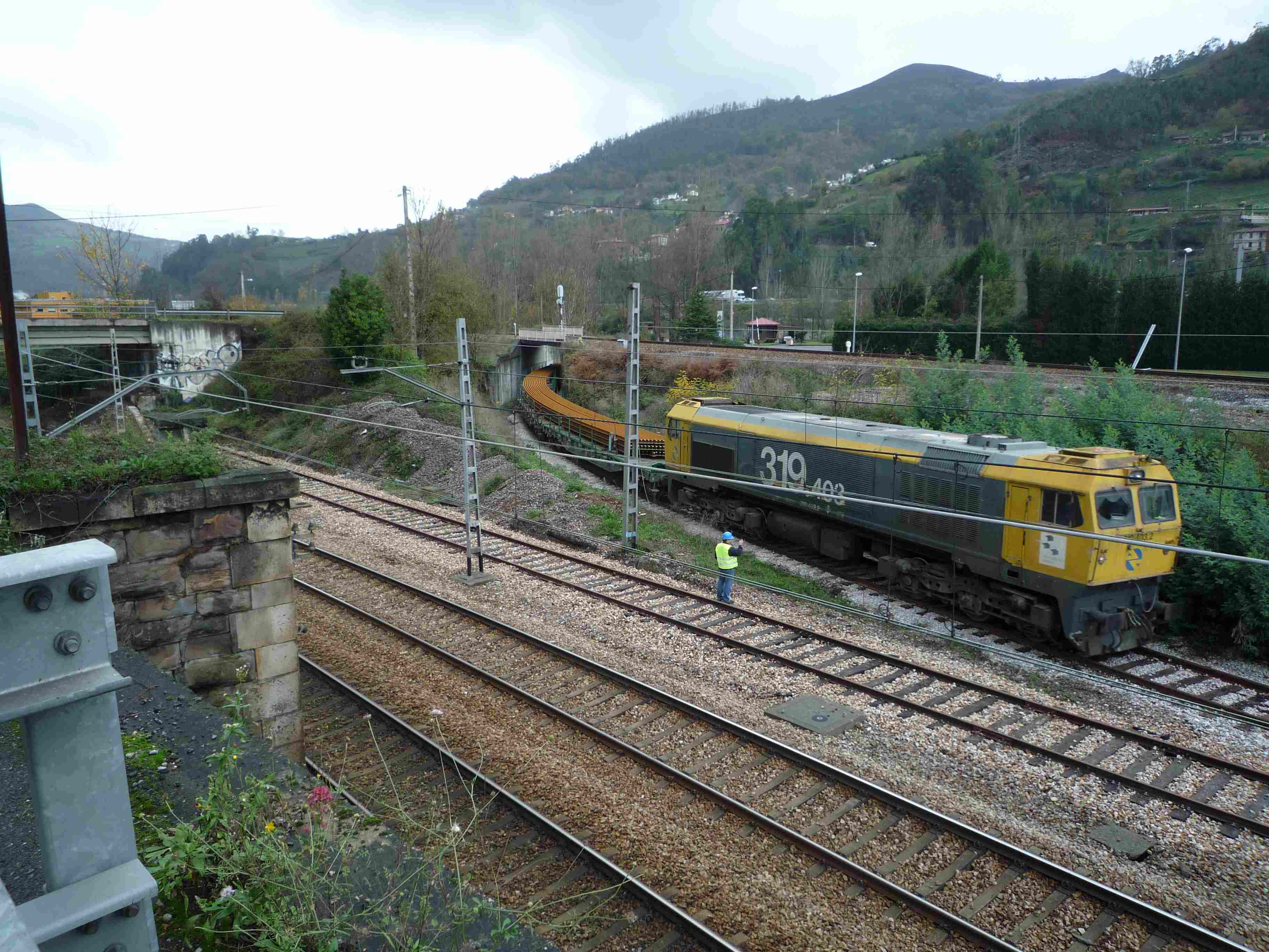 2014-12-01-Mieres-Primer-tren-DF-Rail_02.jpg