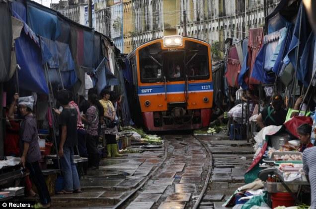 Mercado de Maeklong, Bangkok_02