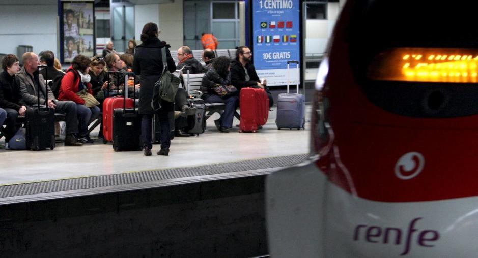 Viajeros en la estación