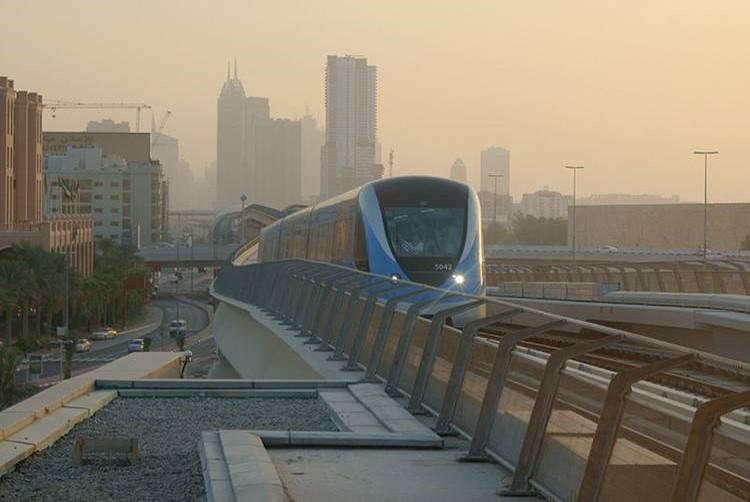 Metro Dubai_02