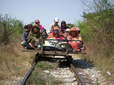Tren de bambú de Camboya_01