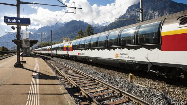 Gotthard Panorama Express in Flüelen, Zentralschweiz / Gotthard