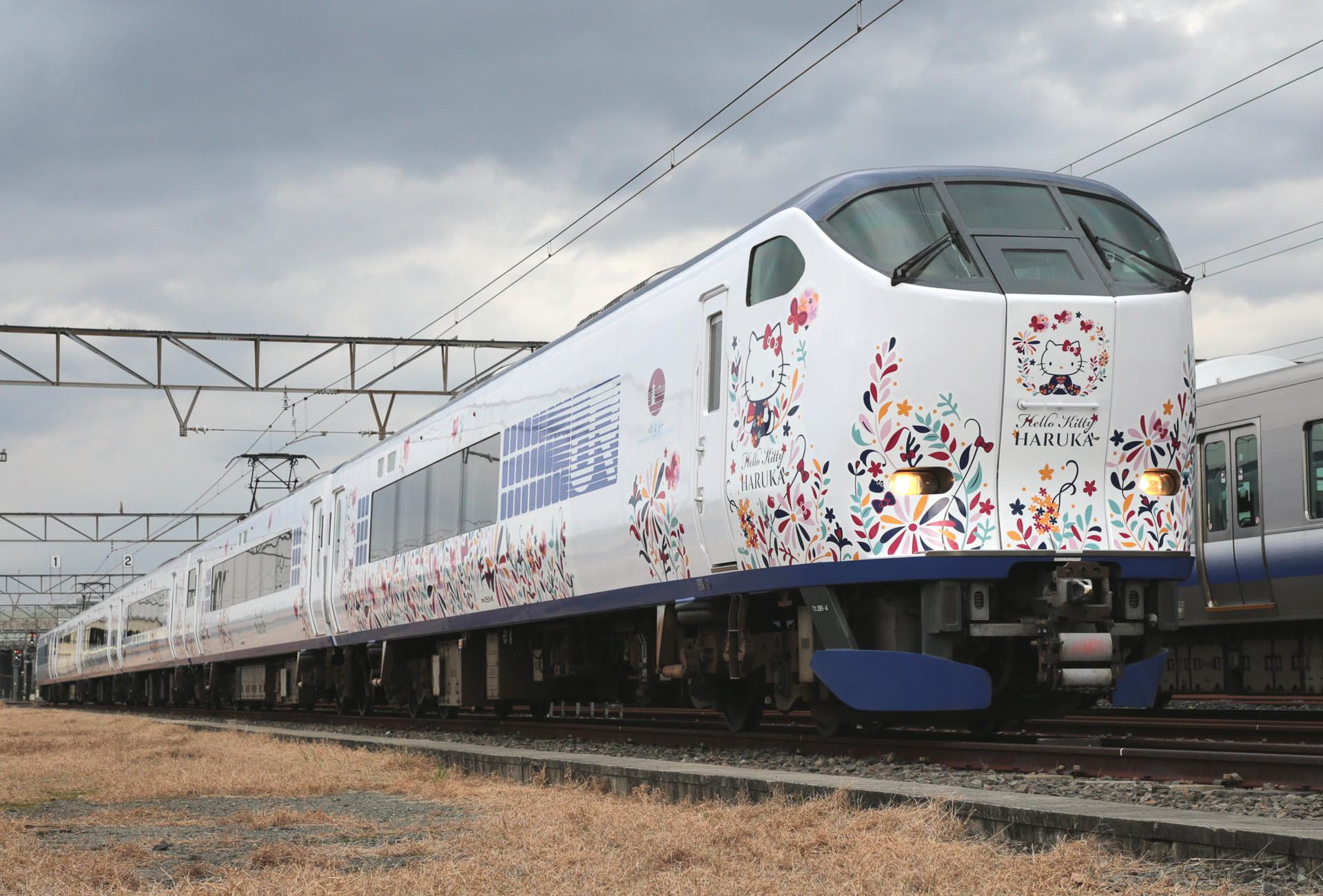 Tren japonés Hello Kitty Haruka_02